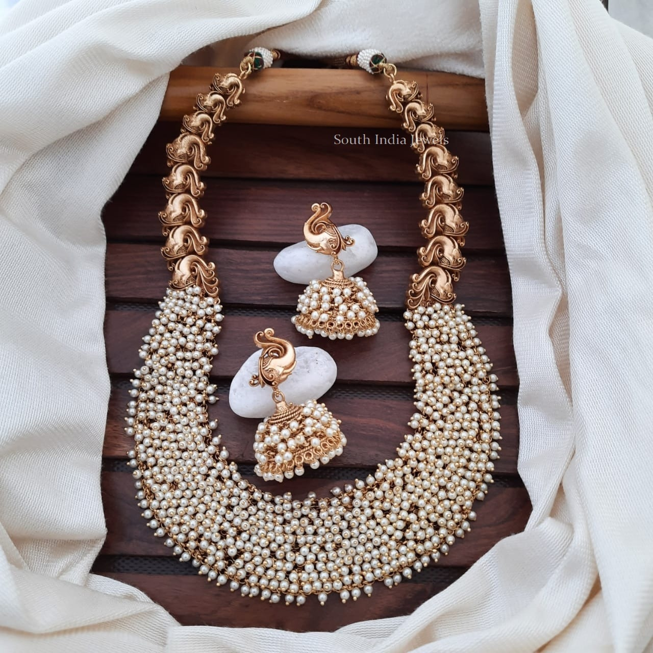 Stunning-Matte-Finish-Pearl-Cluster-Necklace